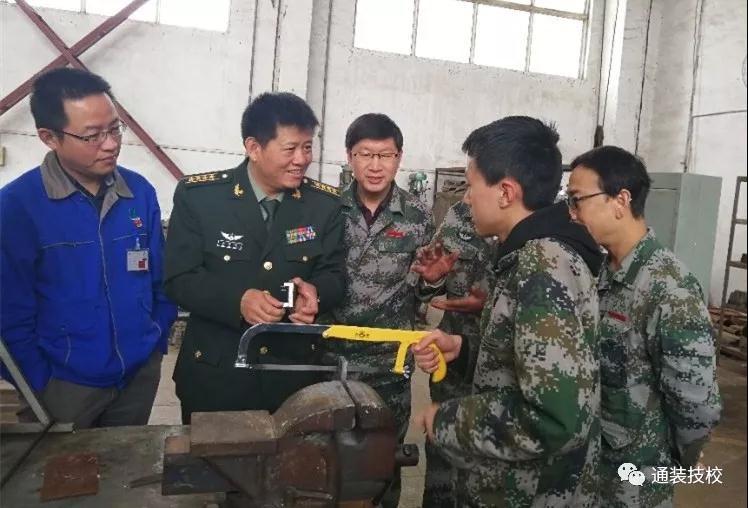 陆军装备部工厂管理局政委马贺明到我校视察指导